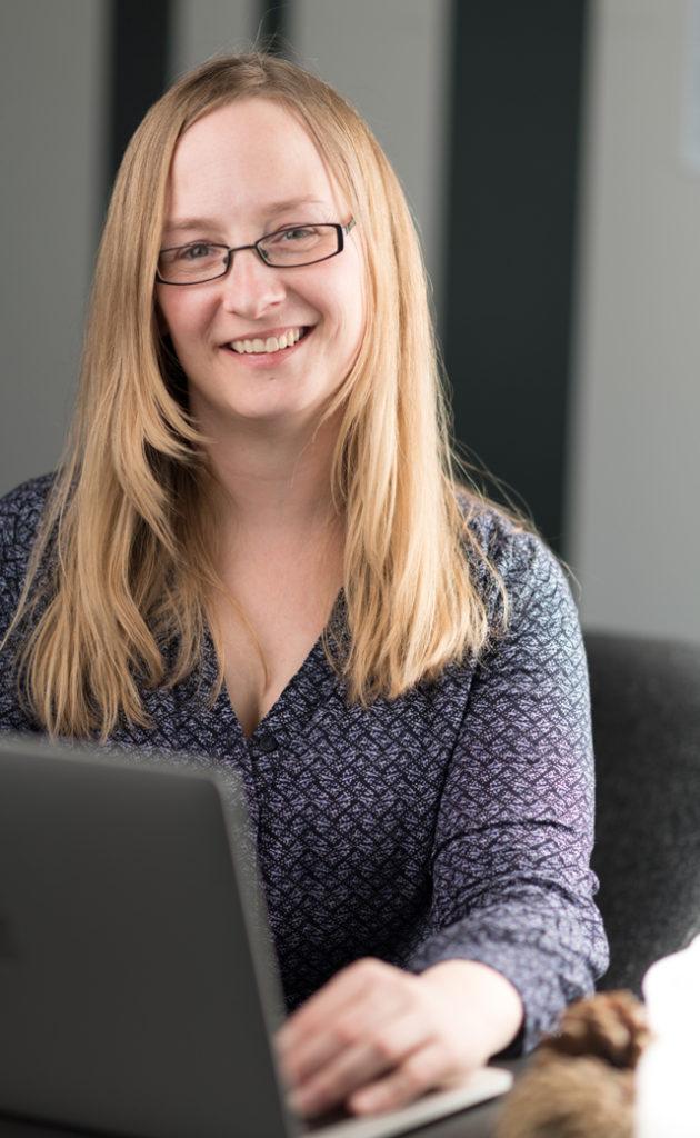 Mennesket bag vissuel Grafiker og marketingnørd Sarah Møller Pedersen